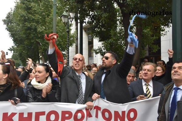 Δικηγόρος με δηλωθέν εισόδημα 195.000€ και με καταθέσεις 1.747.000€ πρωτοστατεί στις διαδηλώσεις ανεμίζοντας τη γραβάτα του στις κάμερες!